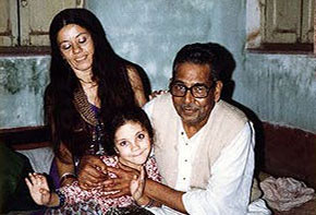 Ustad Mushtaq Ali Khan enjoying an affectionate moment with my wife and daughter.